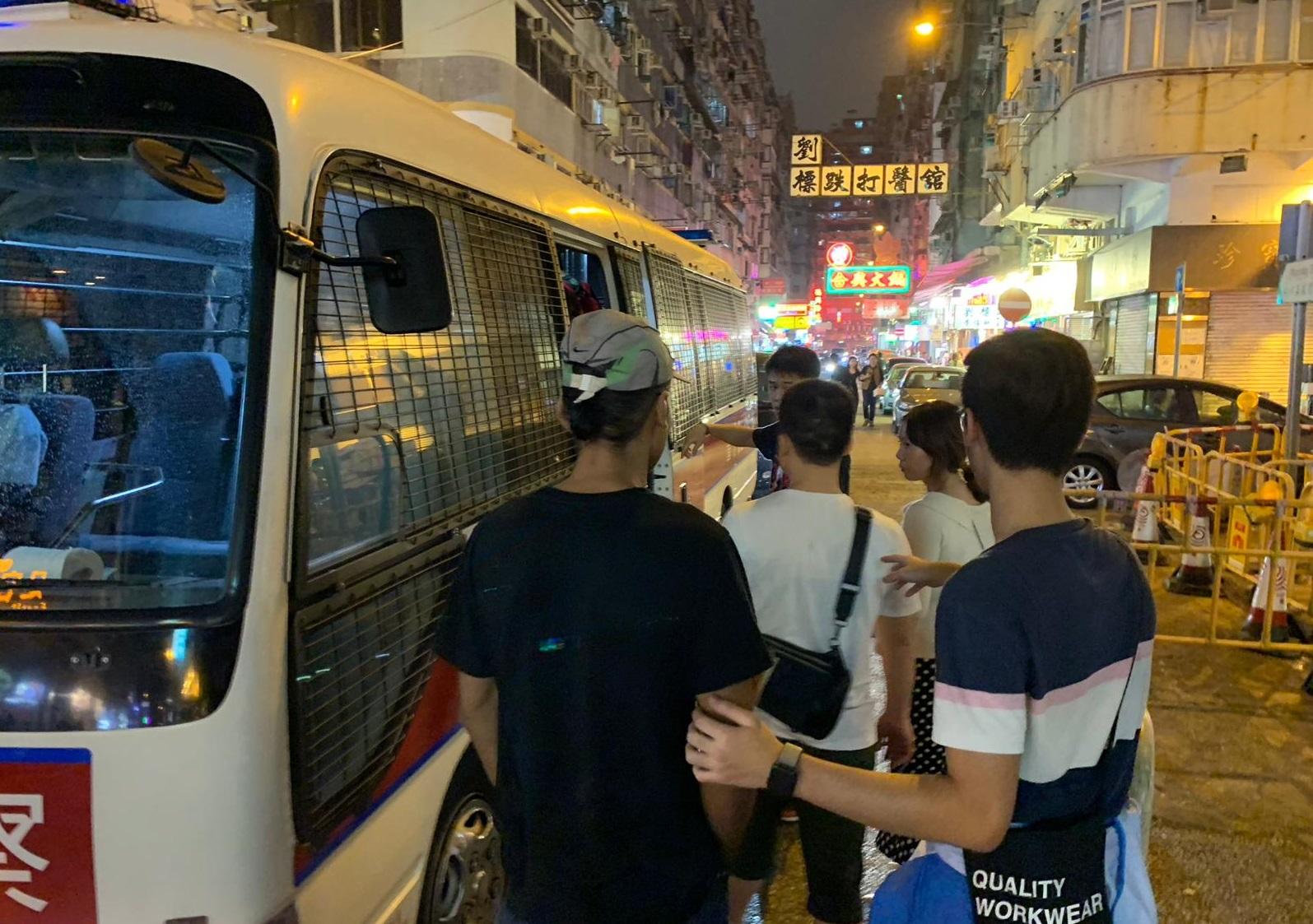 行動中的被捕人士。