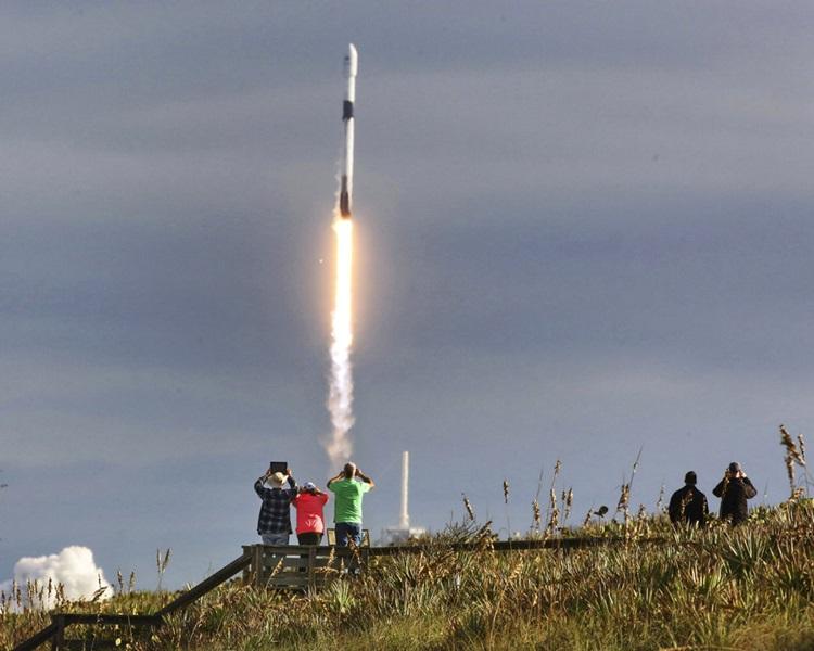 SpaceX成功发射二手火箭。