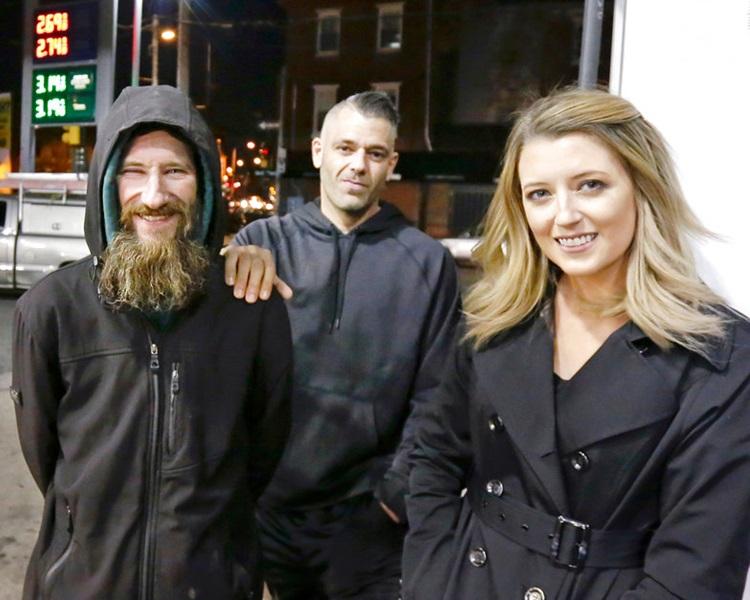 左:博比特、马克、凯特同被捕。