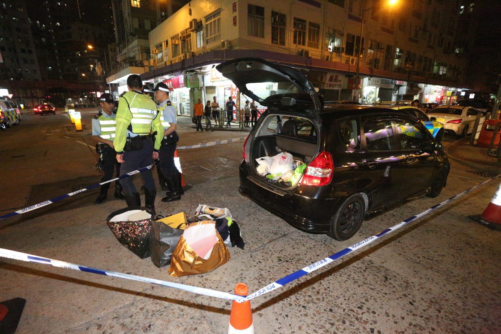 警方最終在大角嘴洋松街截停私家車。李子平攝