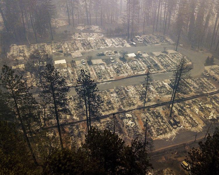 加州山火造成74死逾千人失蹤。