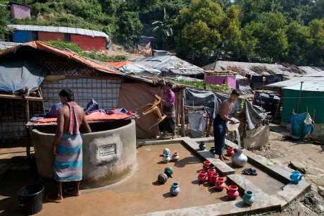 自2012年爆发动乱后,约有12万罗兴亚人住在若开邦的难民营饱经磨难。
