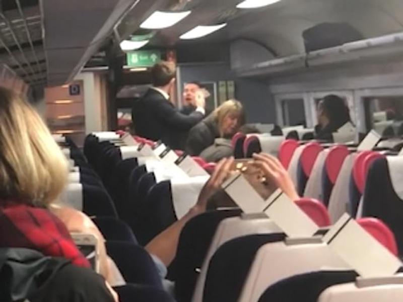 操蘇格蘭口音英國男子在火車上辱罵中國夫婦。(網圖)