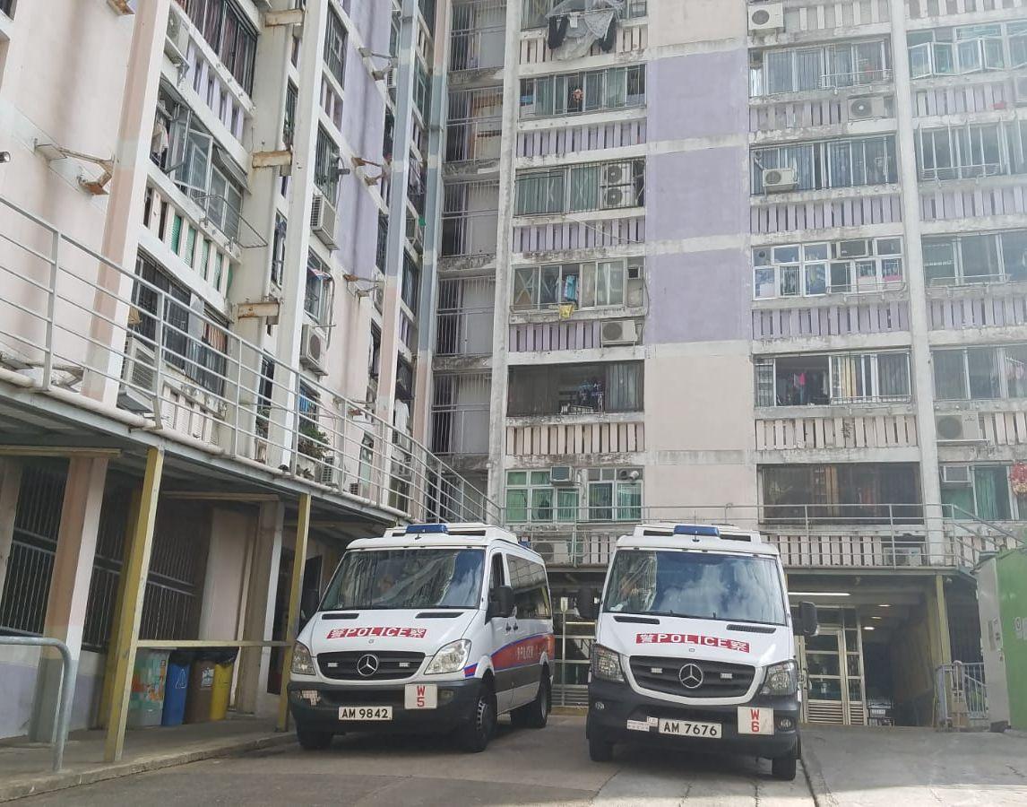 香港仔華富邨華昌樓一名70歲老翁從高處墮下身亡。