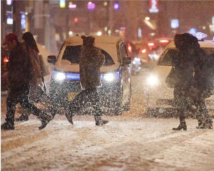 札幌市終下初雪,比去年晚了28天。AP