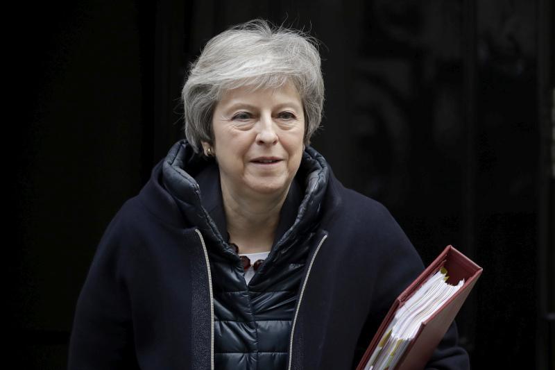 首相文翠珊与欧盟委员会主席容克会谈后,形容谈判有进展,但未能落实草案最后文本,她后天会再与容克会面。