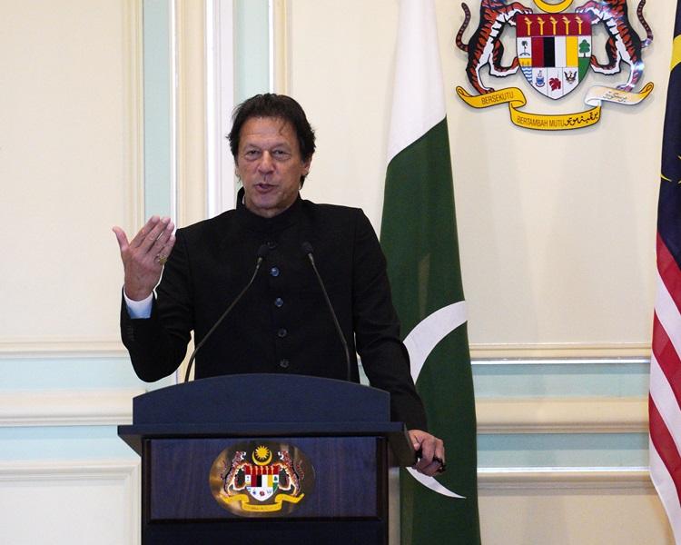 巴基斯坦總理伊姆蘭汗強烈譴責恐襲,並稱中巴關係密切。AP