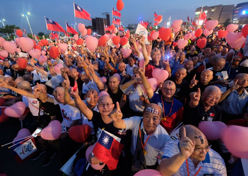 高雄市候選人韓國瑜團隊請來277名禿頭人士。