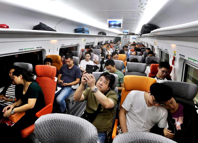 高鐵開通至今逾300萬人乘搭。資料圖片