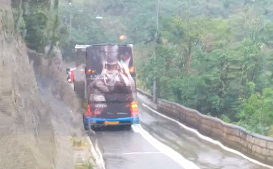 南區有的士失事。交通突發報料區Pang Miyaki 圖片