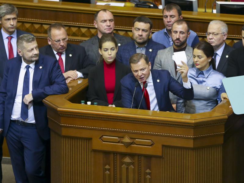 烏克蘭國會表決通過在接壤俄羅斯邊境地區實施30天戒嚴令,軍隊全面備戰。AP