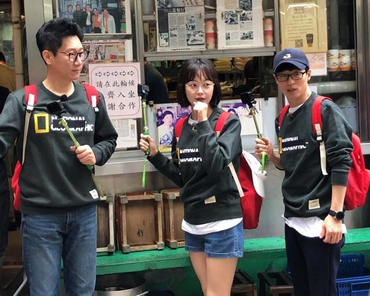 池石鎮、全昭旻與劉在錫來港拍攝在街頭被粉絲捕獲。(ig圖片)