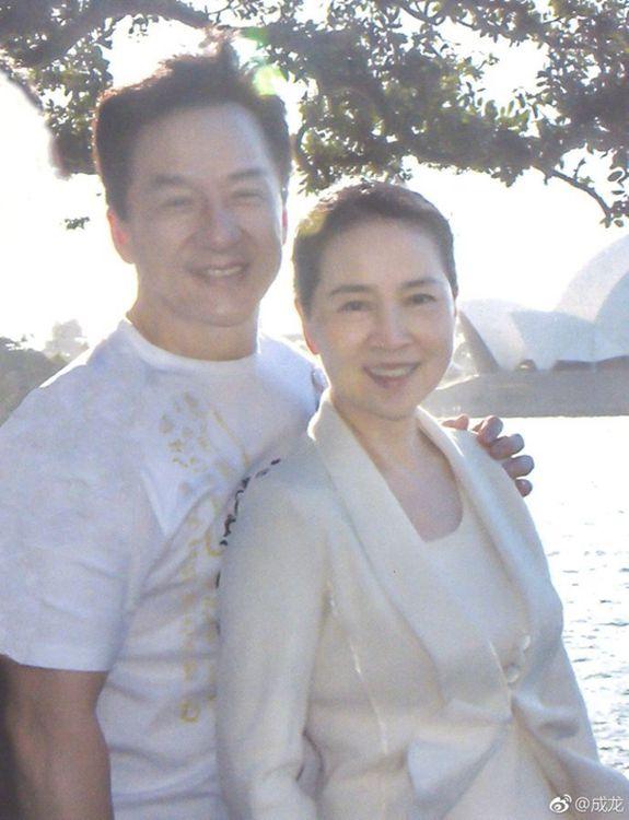 成龍結婚36年才跟老婆首告白:林鳳嬌,我愛你。