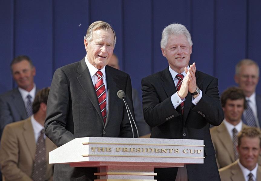 老布殊給克林頓的親筆信在社交媒體廣泛流傳,以示向老布殊致敬。