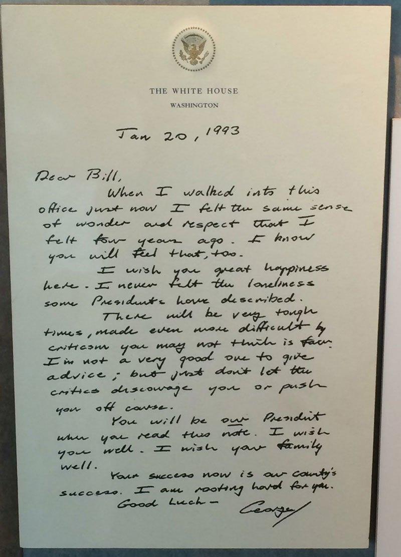 老布殊給克林頓的親筆信。網圖