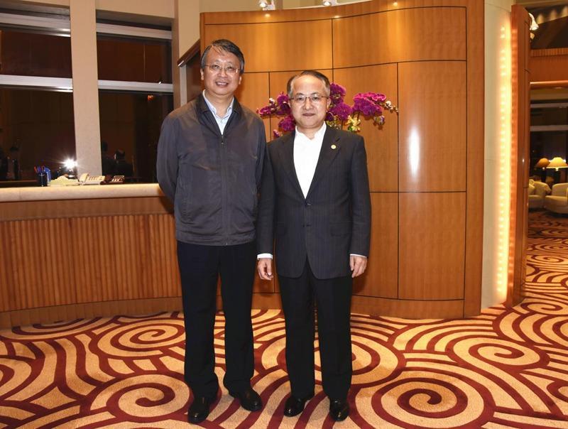 沈春耀(左)昨日與王志民(右)。中聯辦網站圖片