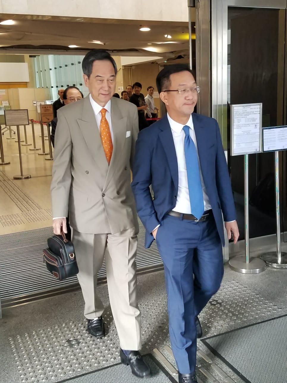 鄉議局主席劉業強(右)。法庭記者攝