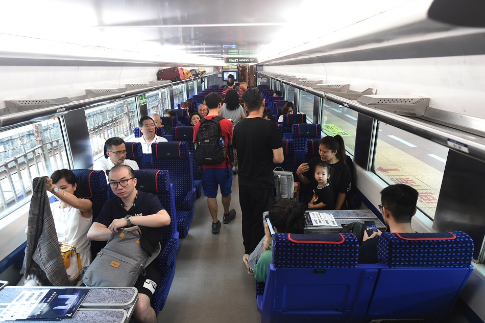 高鐵開通後直通車客量跌28%。資料圖片