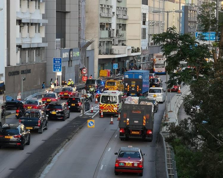 黃大仙太子道東近景泰街兩車相撞,現已清場。Ho Yin Chui