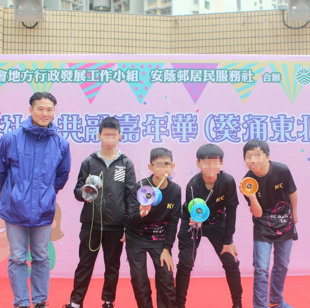 男童曾參與公開表演。網上圖片