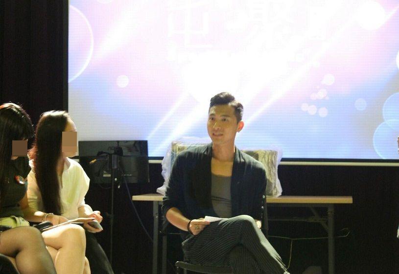 黃子恆與粉絲在去年4月一次廣州粉絲聚會上見面。