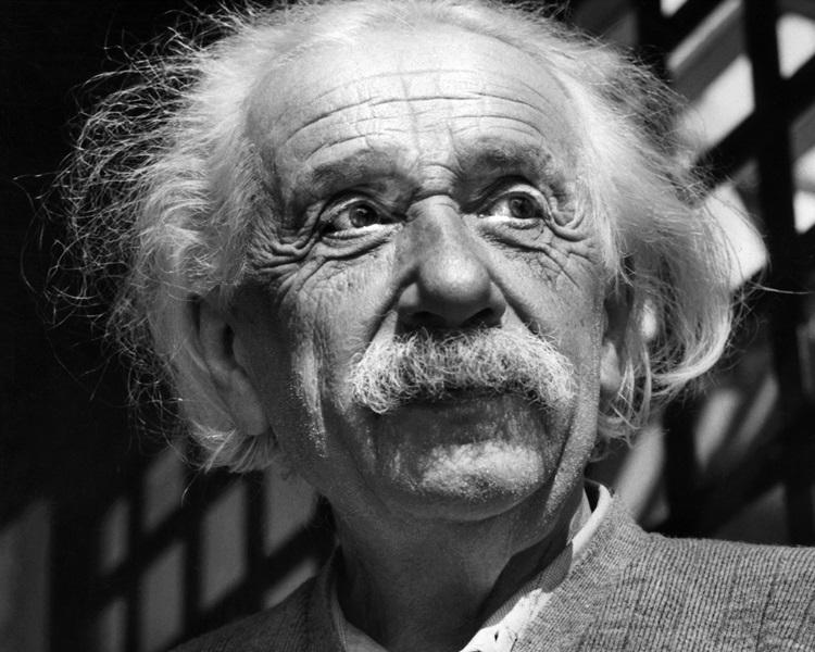 爱因斯坦在「上帝之信」中表示,上帝不过是人类弱点的表现和产物。