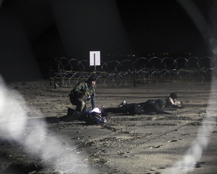美國國防部長馬蒂斯已同意將部署在美墨邊境的美軍駐紮時間延至明年1月31日。AP
