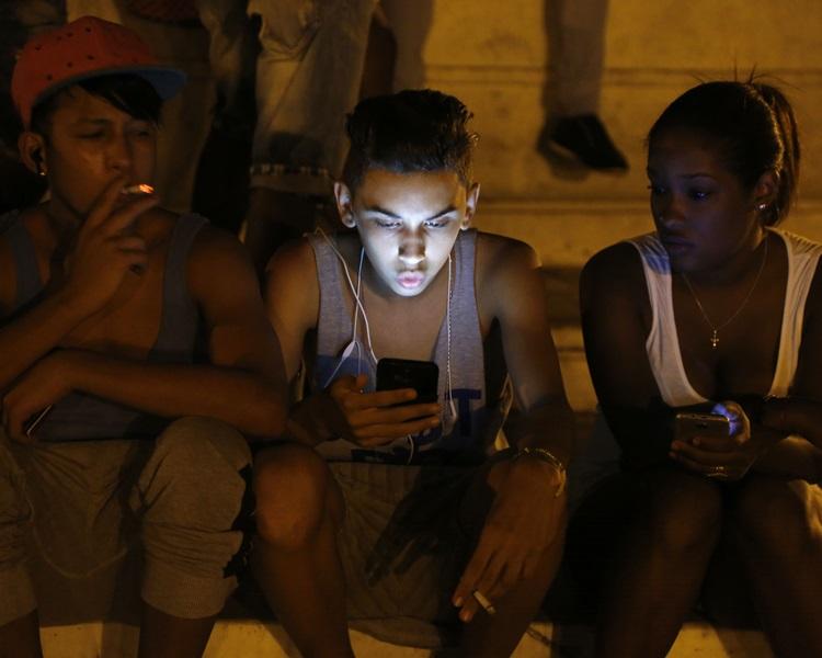 現時古巴民眾主要通過全國約1800個公共無線網絡熱點上網。AP