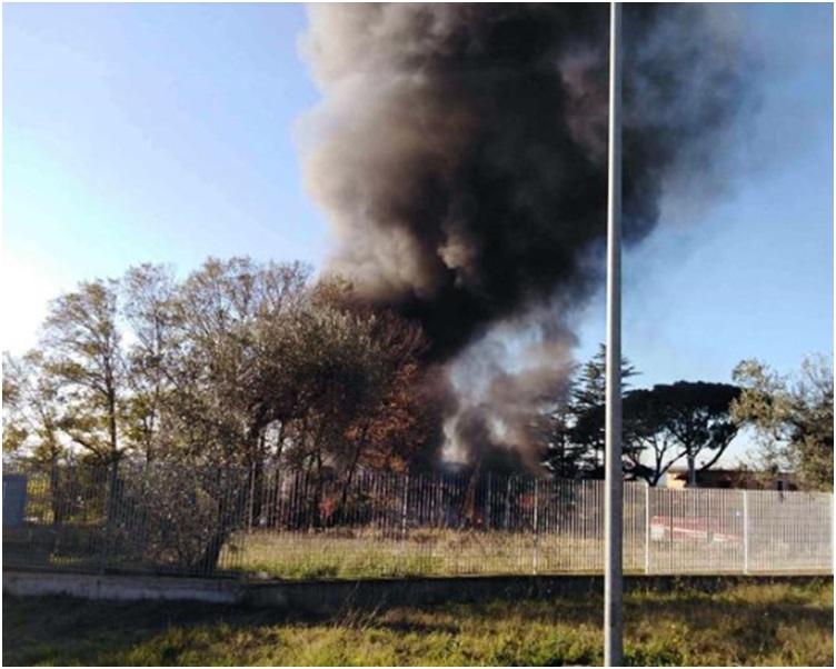 現場冒出大量濃煙。網圖