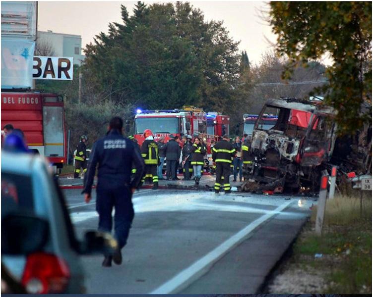 運油車燒車架。網圖