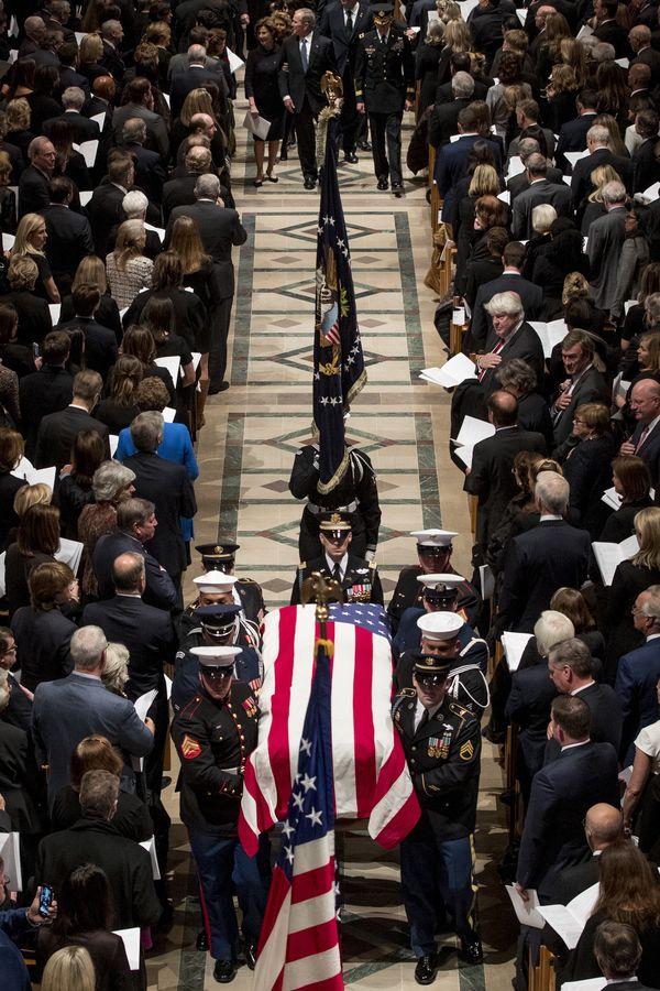 国葬仪式在华盛顿国家大教堂内举行。