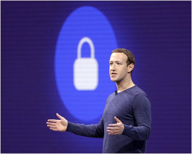 朱克伯格極力為facebook 辯護。AP