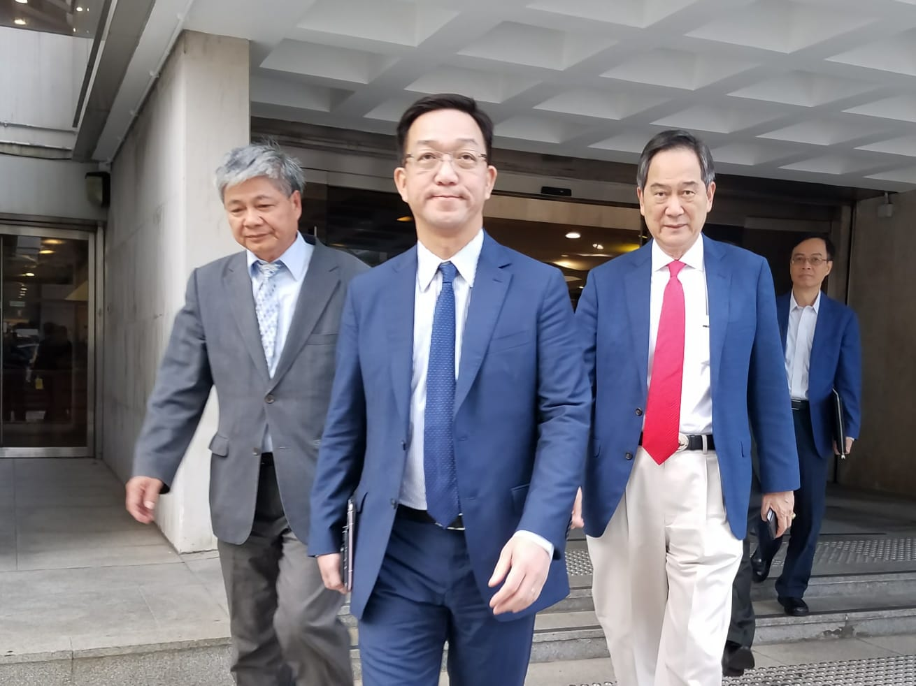 鄉議局主席劉業強(中)、副主席林偉強(右)。黃梓生攝