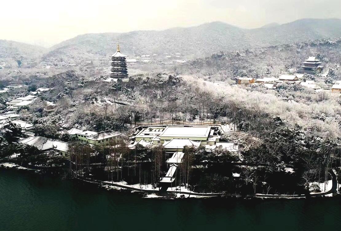 杭州西湖白雪紛飛。網上圖片
