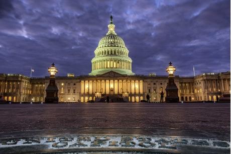 聯邦眾議院今天批准一項臨時開支法案,讓聯邦政府暫時免於停擺。AP