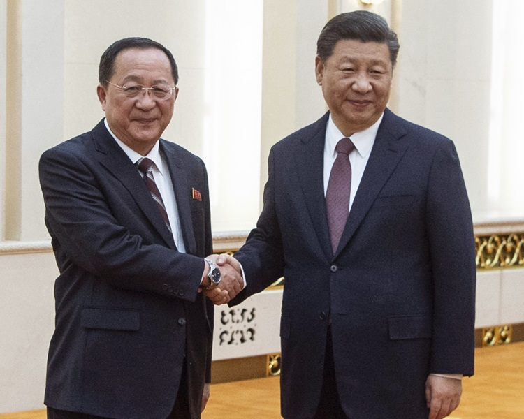 國家主席習近平與北韓外相李勇浩會面。AP