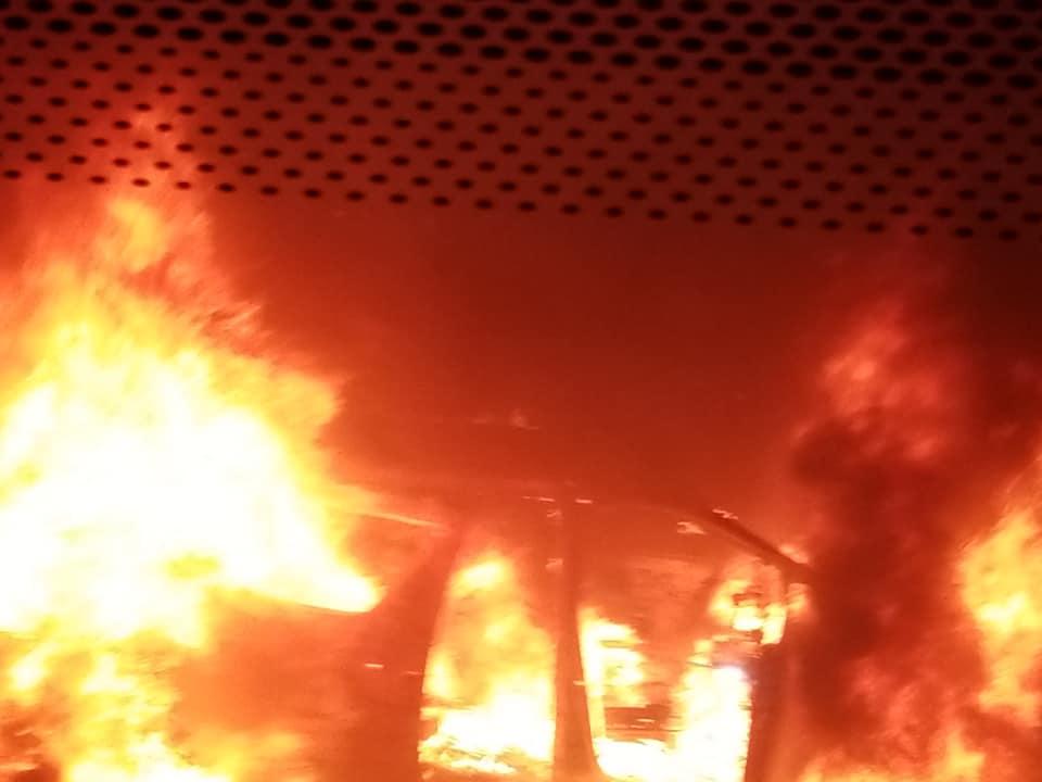 汽車陷入火海。香港交通突發報料區June Ng圖片
