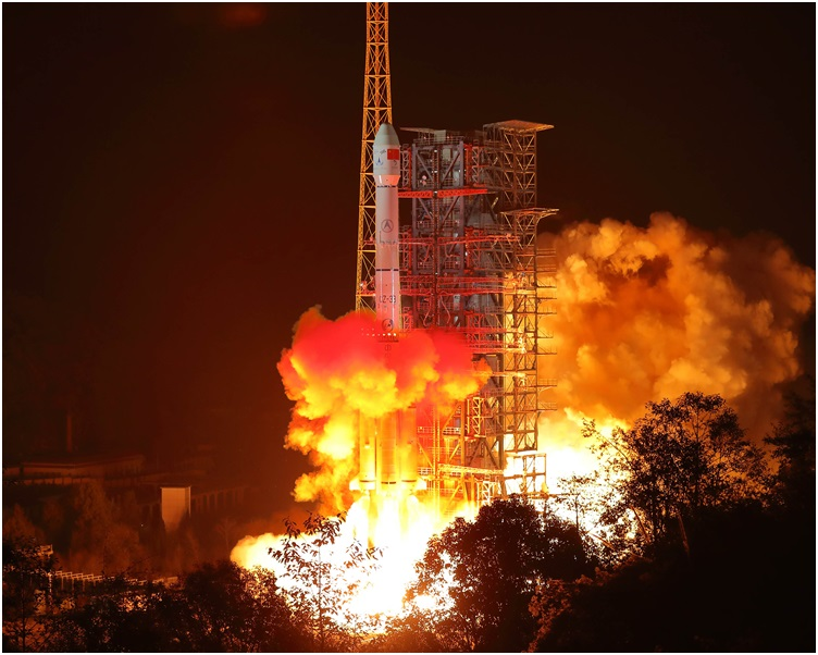 西昌衛星發射中心用長征三號乙運載火箭成功發射嫦娥四號探測器。新華社
