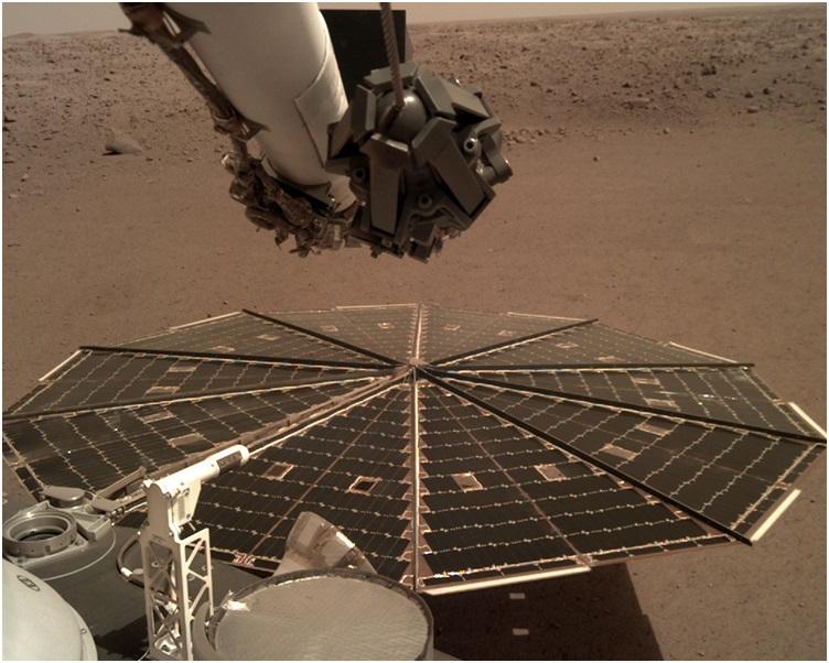 「洞察号」首次捕捉到火星上的风声。