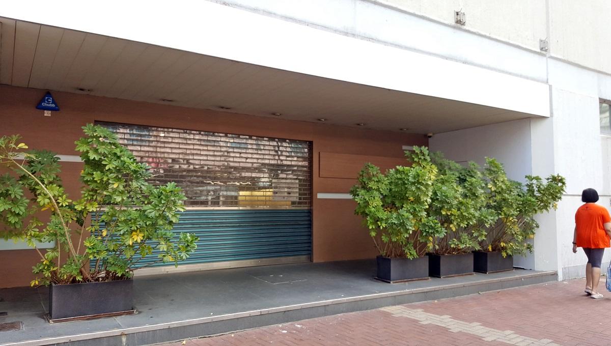 荃灣機樓客服中心已於11月26日關閉並拉上大閘,閘內貼有「搬遷啟示」提醒訪客中 心已關閉。