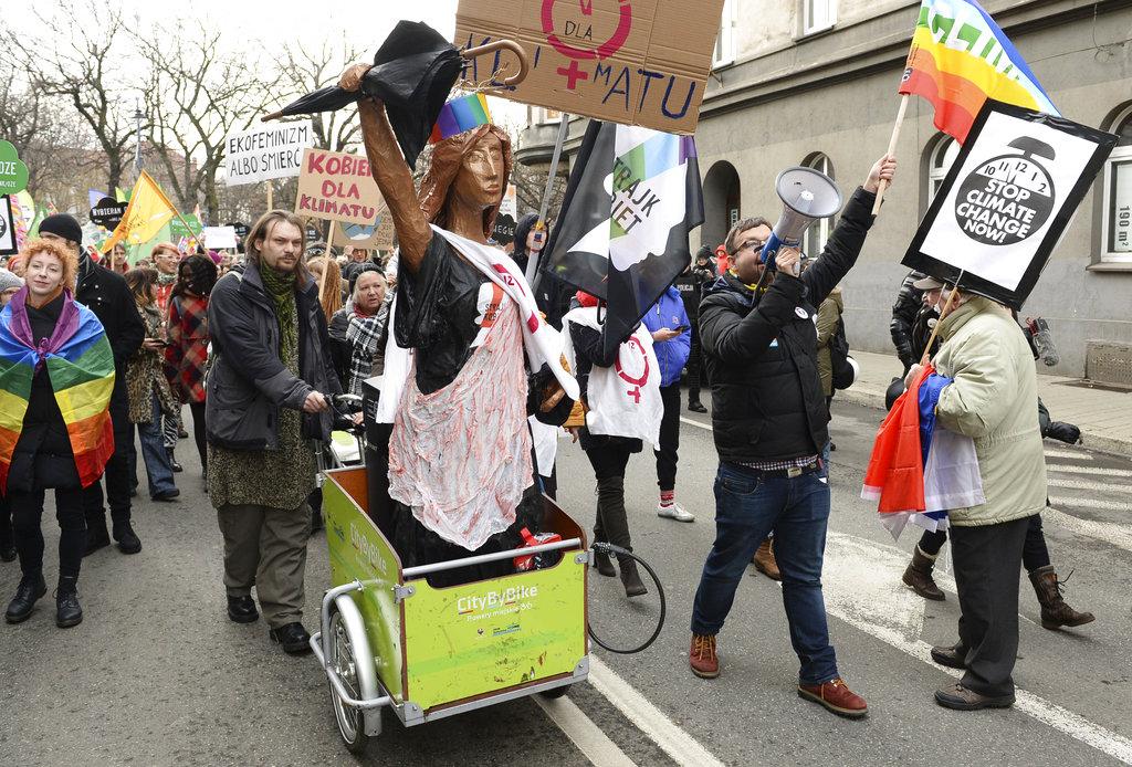 来自不同界别示威者要求制止全球暖化。
