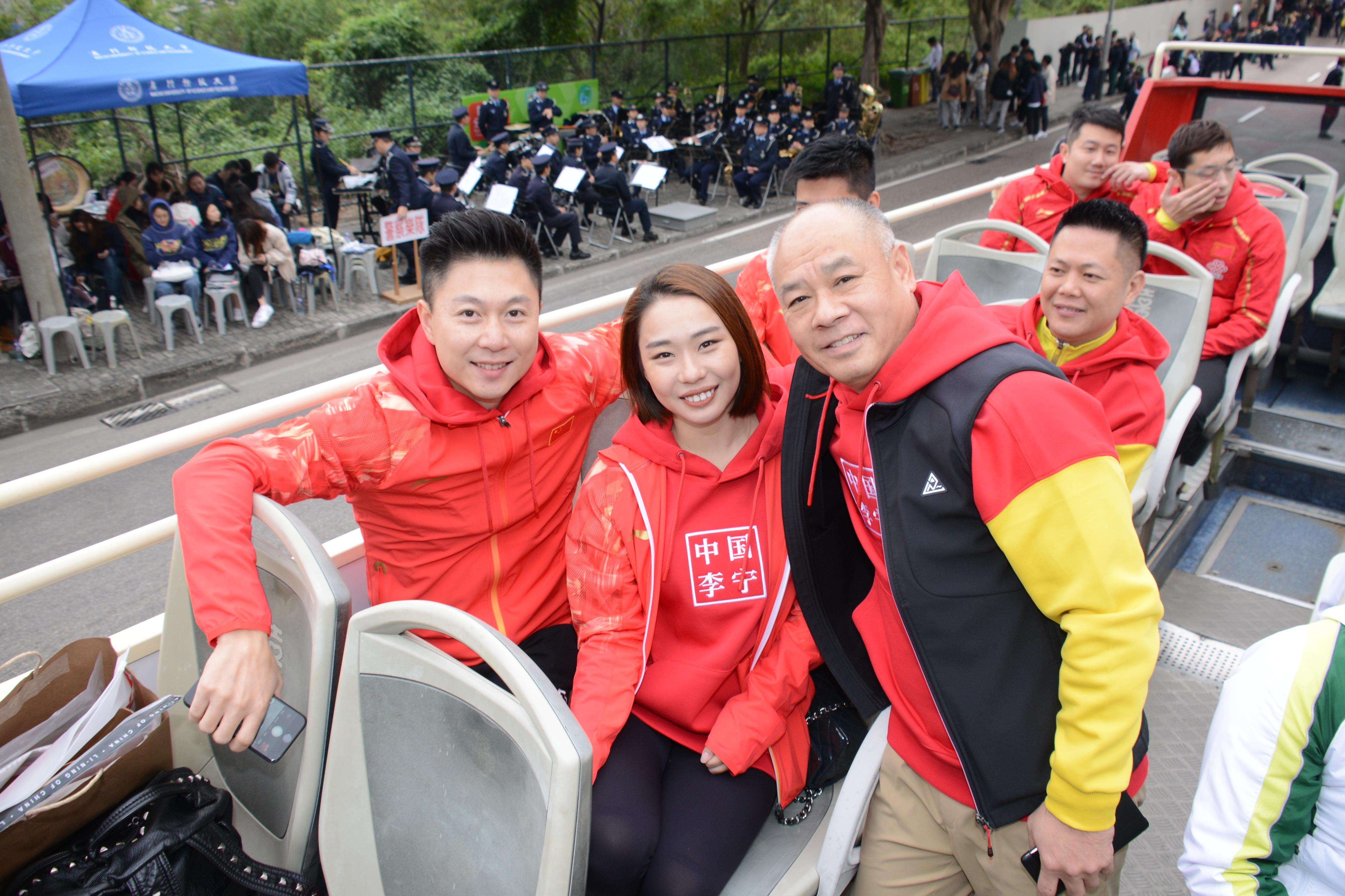 (左起)李小鵬、李珊珊及李寧三位體操名將齊齊支持百萬行。