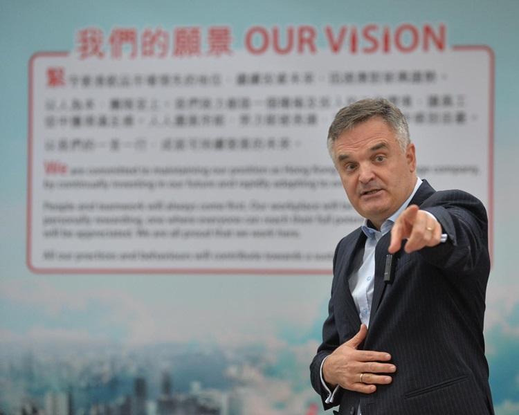 太古可口可樂香港執行董事利偉達(Neil Waters)。