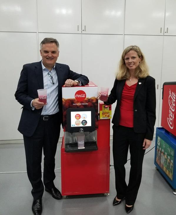 目前少部分餐廳有自助汽水販售機,同樣鼓勵減少用膠樽。