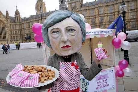 文翠珊今天突然宣布,延后国会表决与欧盟达成的脱欧协议,惹起不满。