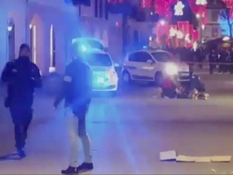 法国斯特拉斯堡圣诞集市附近发生枪击事件,目前已造成4人死亡,12人重伤。