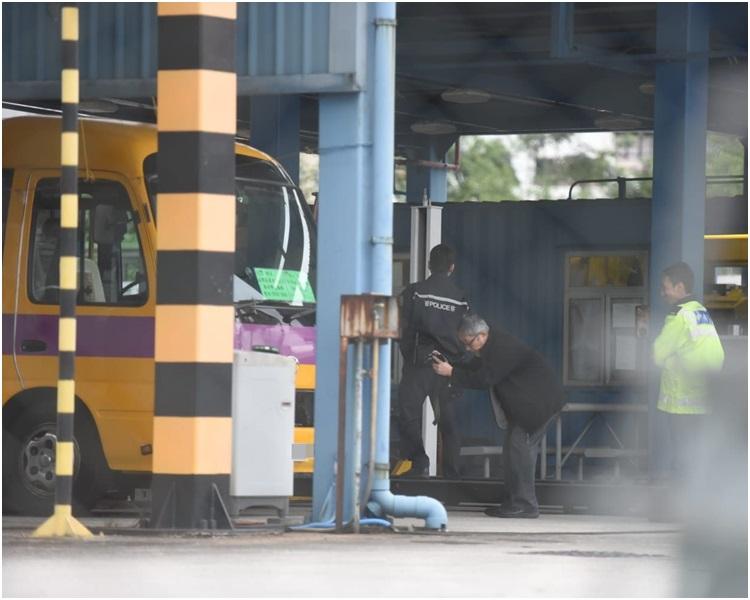 化驗所人員到鰂魚涌汽車扣留中心進行驗車。梁國峰攝