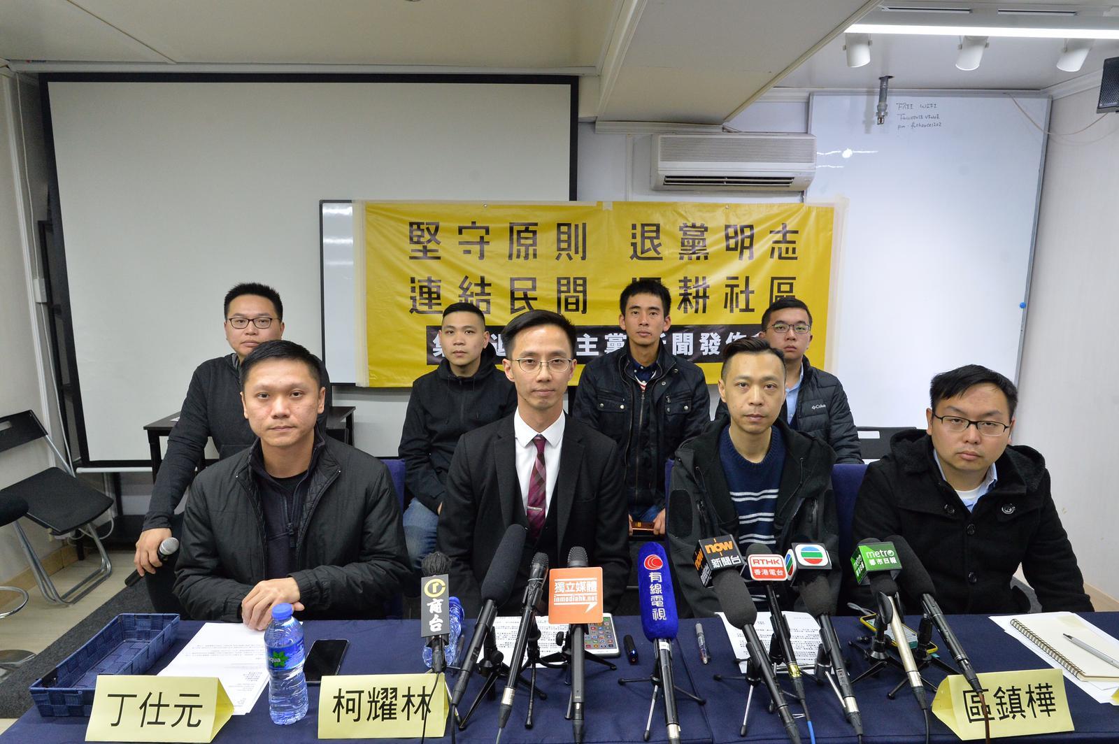柯耀林(中)、丁仕元(左)、區鎮樺(右)