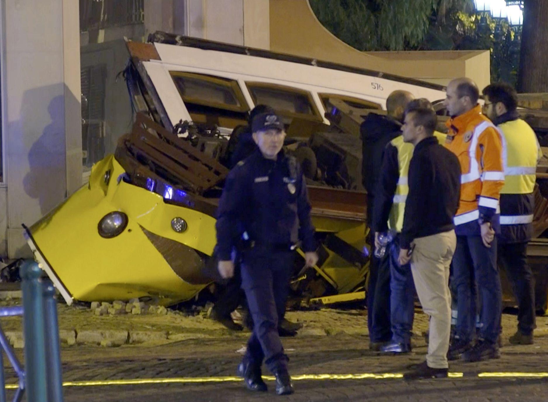 葡萄牙里斯本一架電車出軌翻側,至少28人受傷。AP