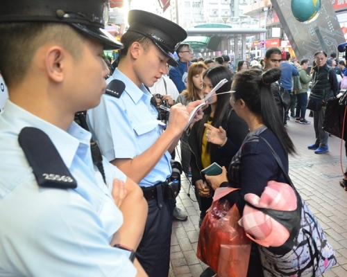 【天降橫財】深水埗天降紙幣 警方列公眾地方行為不檢處理